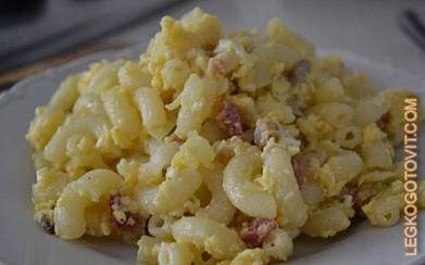 Макароны с яйцами на сковороде